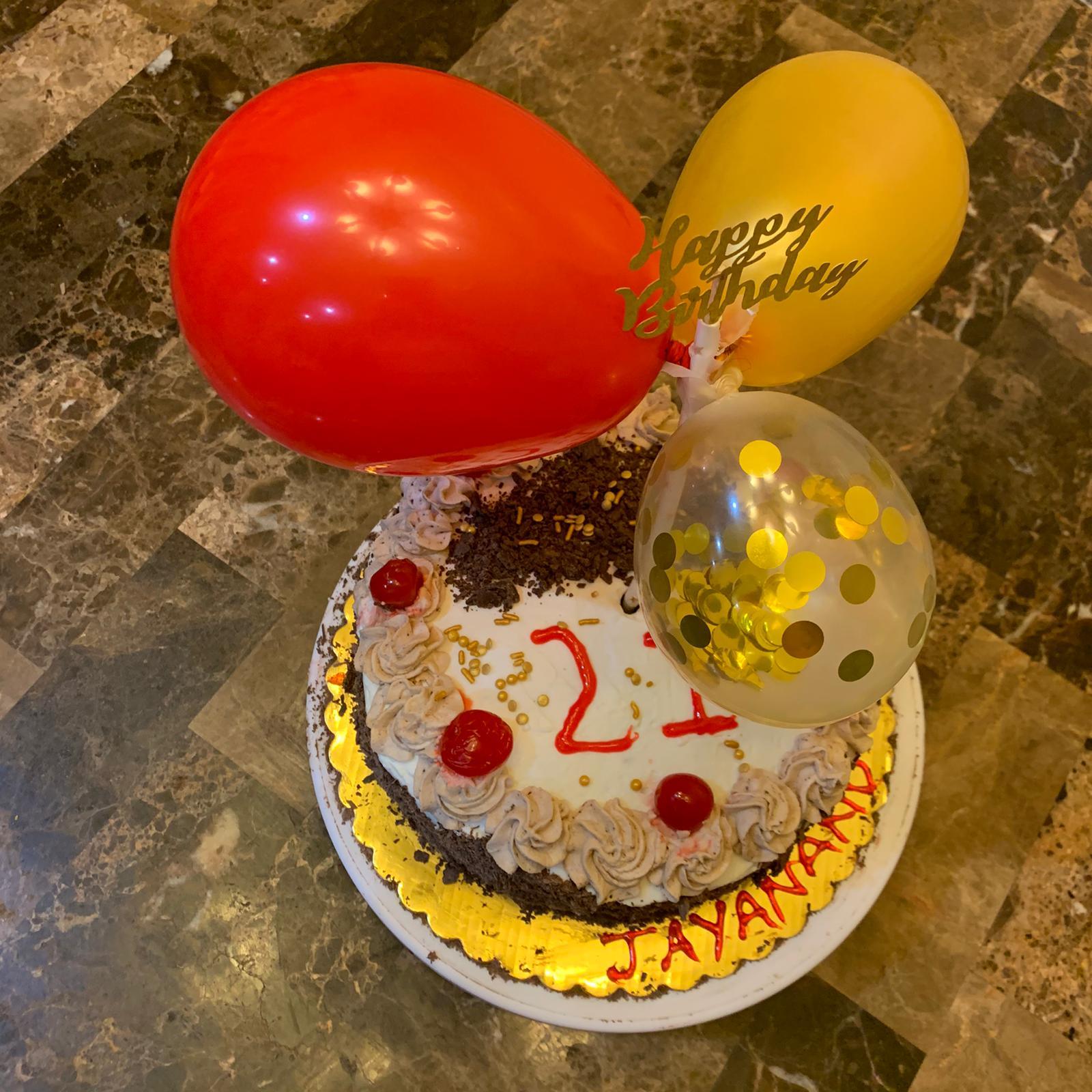 Groovy Custom Cake Akkis Cupcakery Tea Is Focused On Using Mostly Funny Birthday Cards Online Overcheapnameinfo